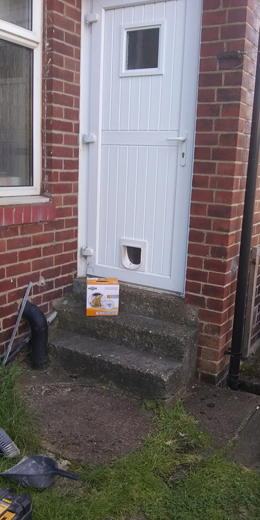 Cat flap fitters Heaton and Cochrane Park