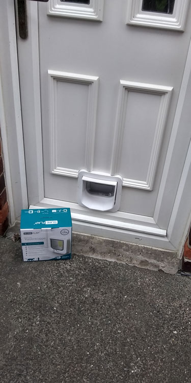 Cat and dog flap fitters Eighton Banks and Gateshead