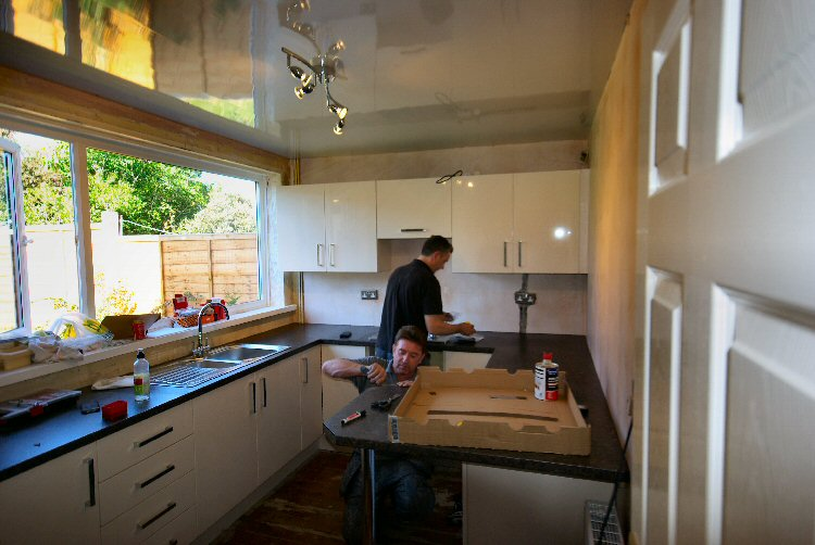 steve waugh fitting a kitchen